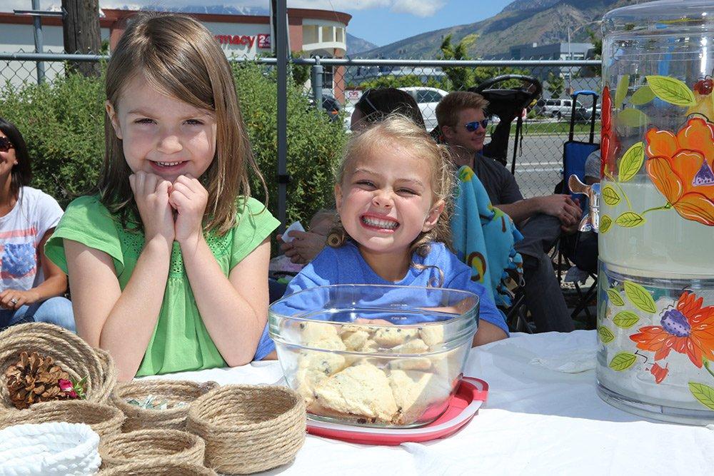 kids selling cookies